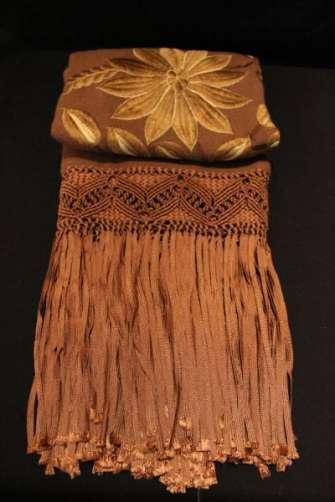 Chal de lana de alpaca, bordado