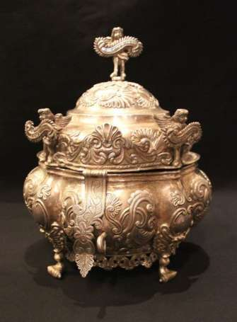 Colonial tureen